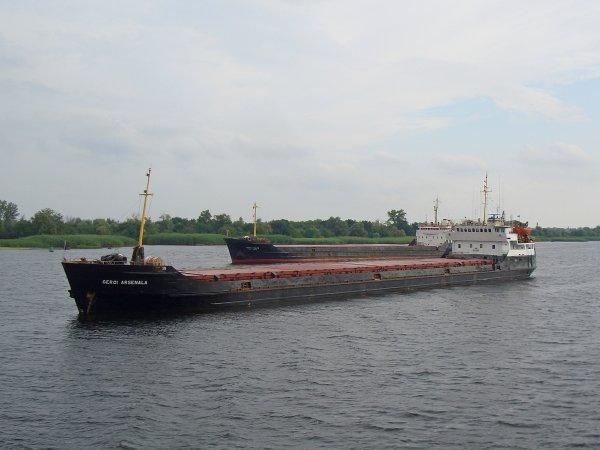Арендованный государством Украина пароход терпит бедствие около Керчи