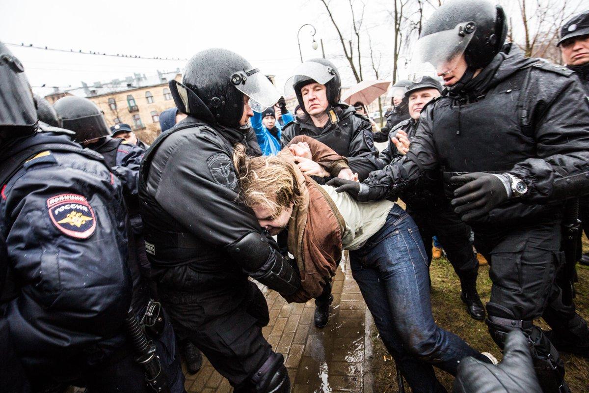 «Надоел»: По всей России проходят акции против Путина, десятки человек задержаны (ВИДЕО)