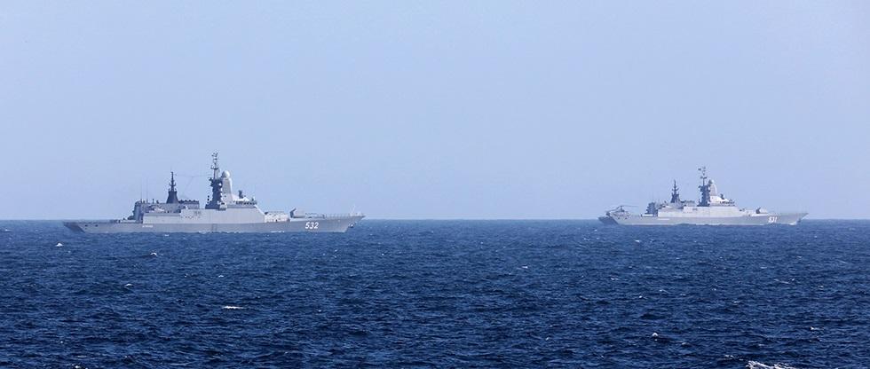 Британский фрегат «взял на мушку» российские корветы в Ла-Манше (Видео)