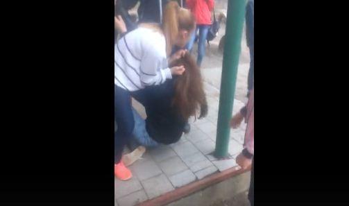 Школьницу вЧернигове ровесницы избили из-за телефона— милиция открыла уголовное производство