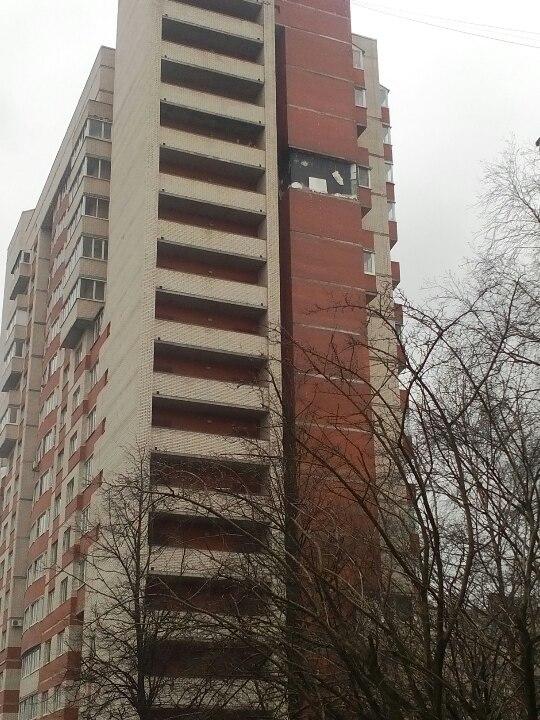 В Петербурге – мощный взрыв в доме: Вырвало часть стены