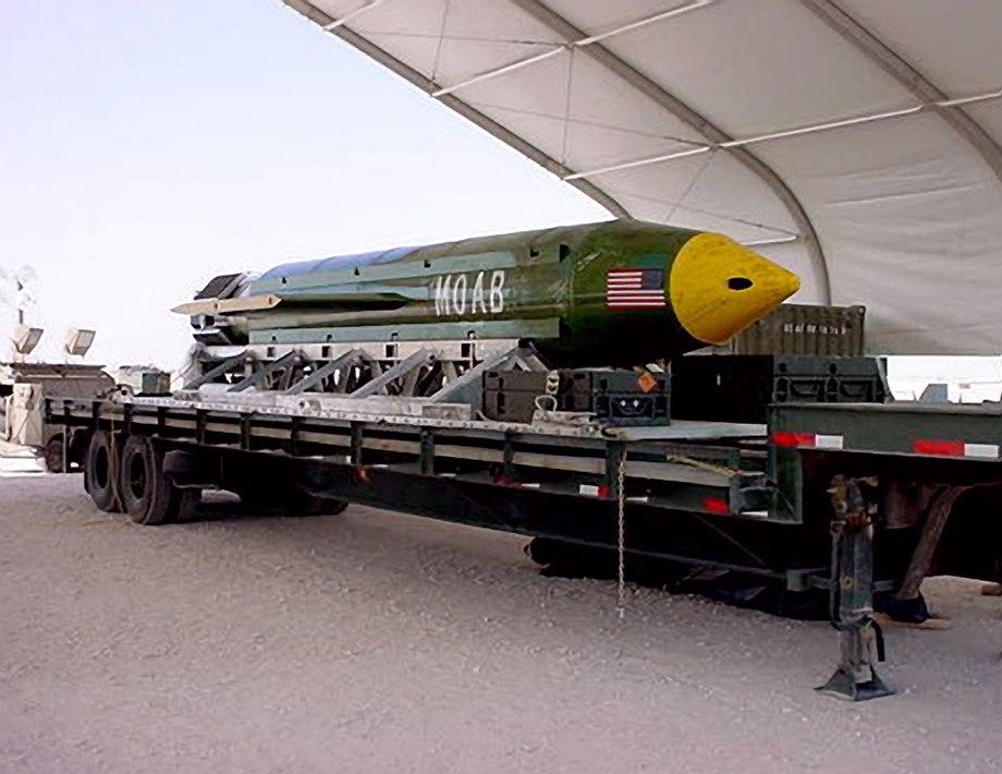 Сверхмощный удар: США сбросили на позиции ИГИЛ «мать всех бомб»