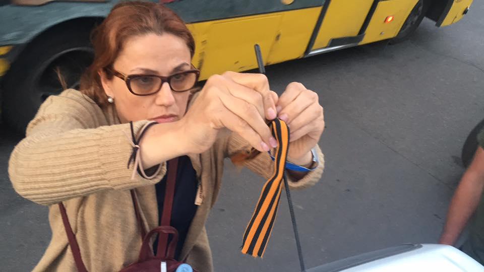 Прокололи шины: В Одессе задержали туристов из Молдовы с георгиевской лентой