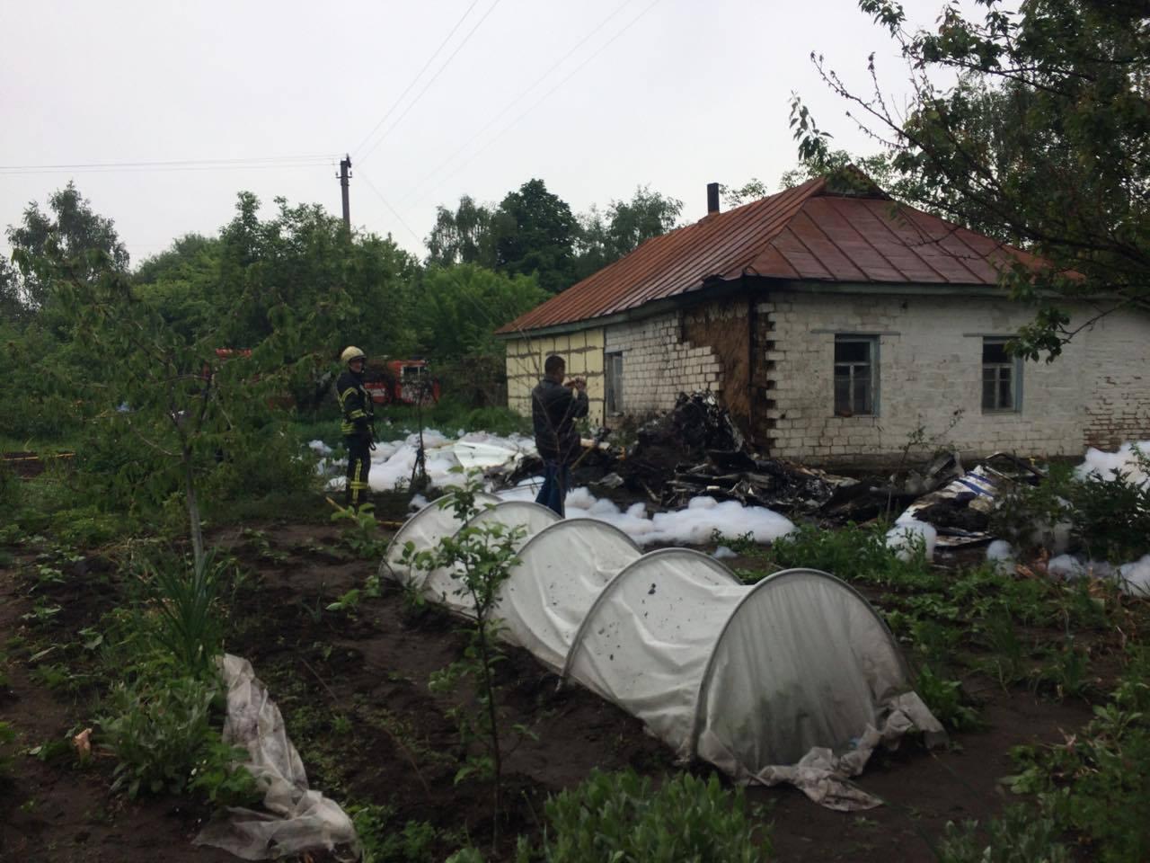 НаЧерниговщине разбился самолет, упав на личный двор