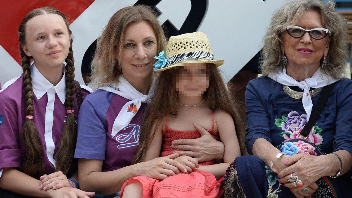 Родная говень или как  Манька Захарова не доверила лечение покусанной севастопольской собачкой дочки местным врачам
