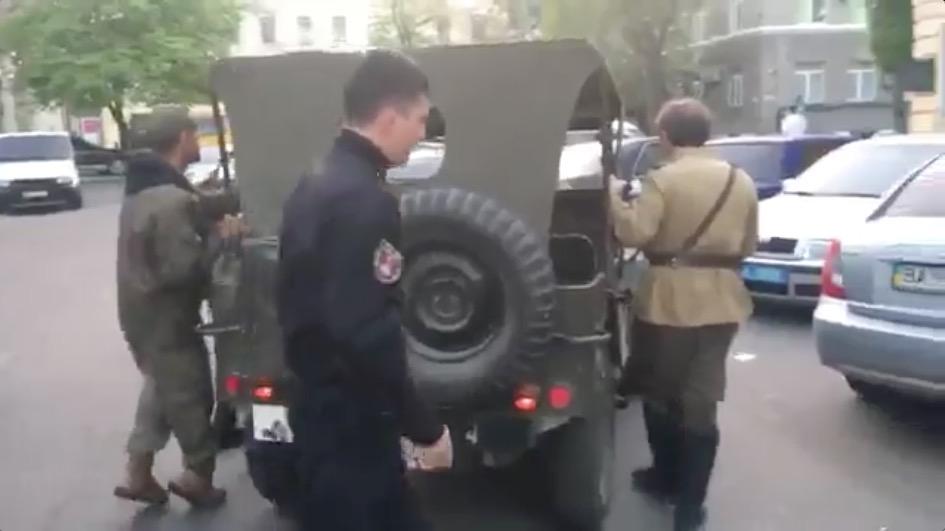 Чей Крым?: Активисты в Одессе провели «разъяснительную беседу» с людьми в советской форме