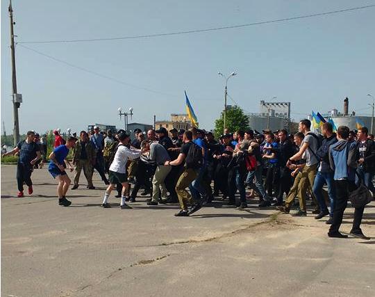 ВХерсоне митингующие подрались снационалистами