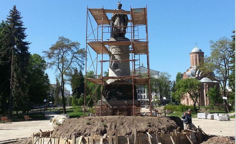 ВЧернигове решили развернуть монумент Хмельницкому спиной к столице России