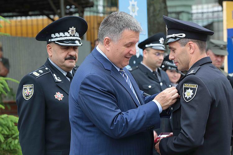 Аваков рассказал обизменениях взаконах из-за дорожного происшествия