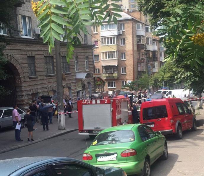 Вцентре столицы Украины взорвался внедорожник