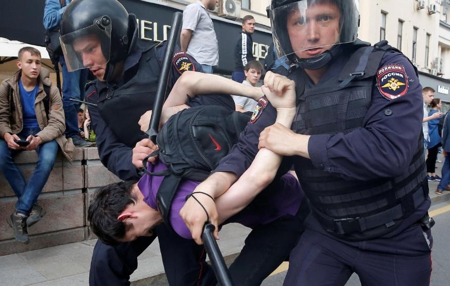 День России в автозаке. Почему от россиян глупо ждать реального протеста