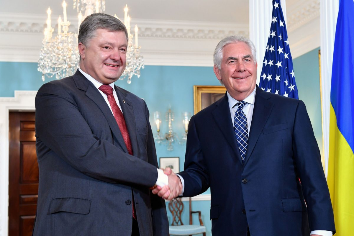 Порошенко и Тиллерсон обсудили пути предоставления Украине оборонного оружия
