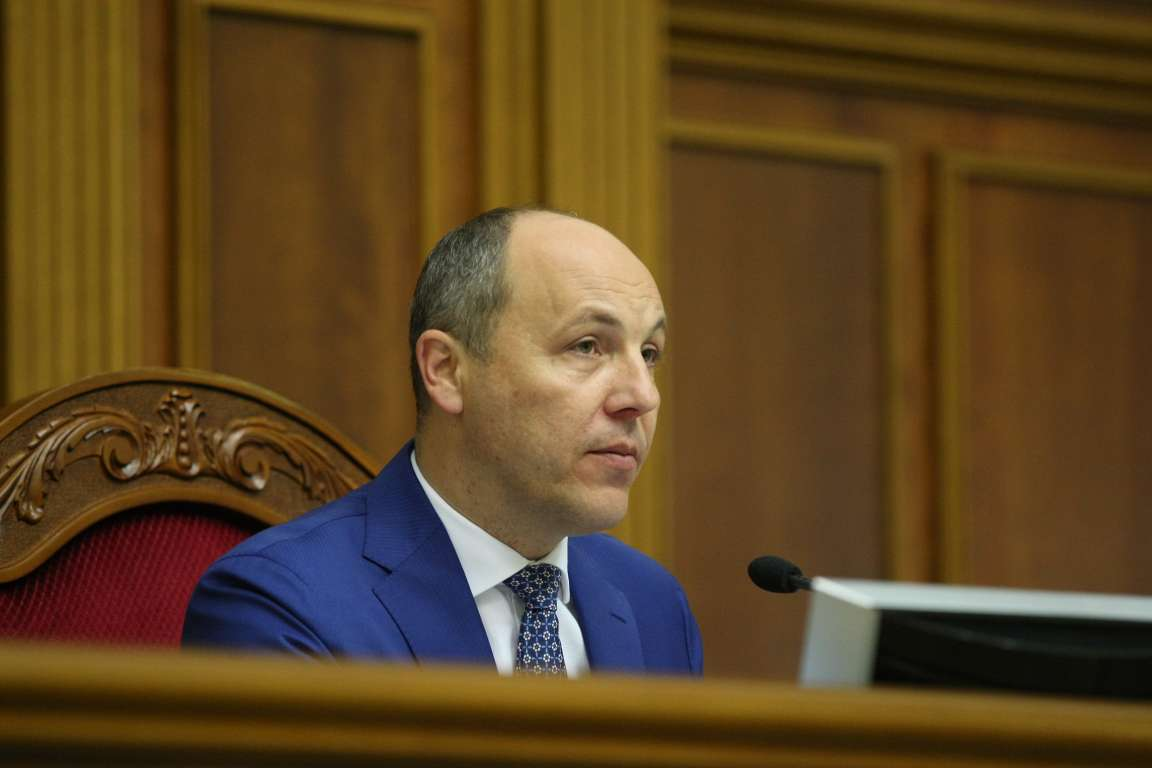 Парубий подписал закон огастролях русских артистов вУкраинском государстве