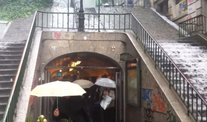 Встолице франции массивные ливни привели кзатоплению 20 станций метро