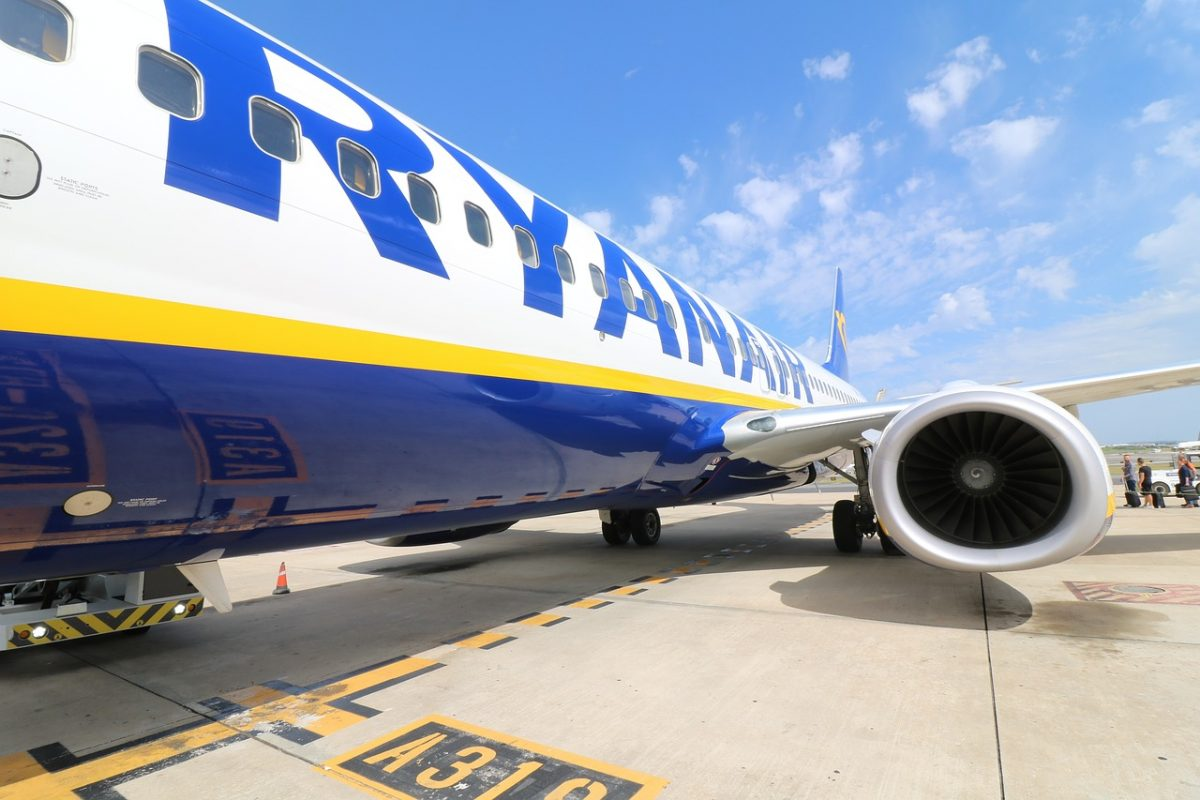 Самолет лоукостера Ryanair впервые приземлился в«Борисполе»
