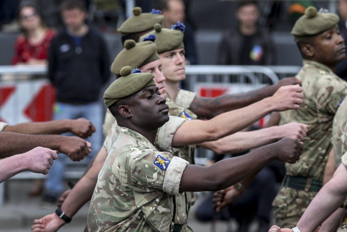 поддержка россии в парадах германии
