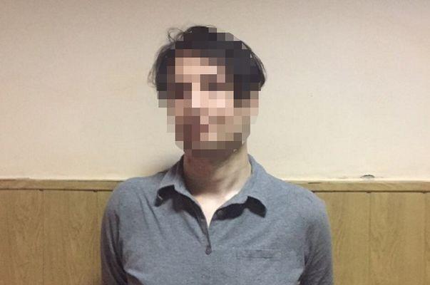 Настанции метро «Петровка» иностранец грозил пассажирам ножом