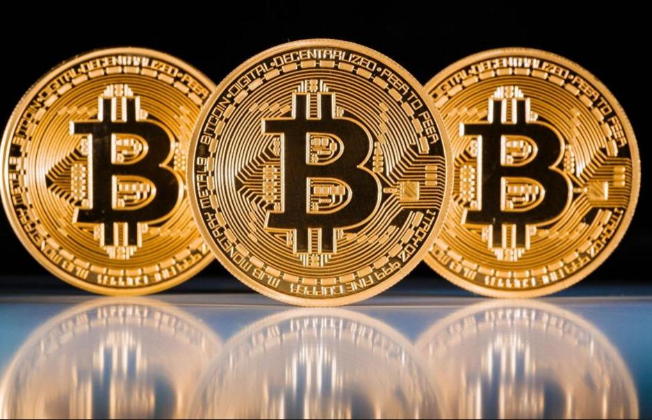 Курс биткоина перешагнул через рекордную отметку в $8000