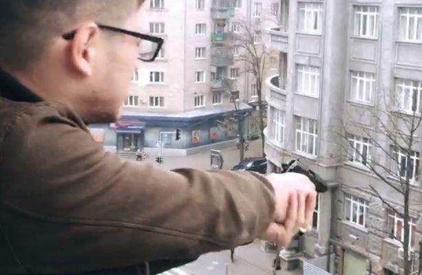 Вцентре Харькова парень открыл беспорядочную стрельбу сбалкона