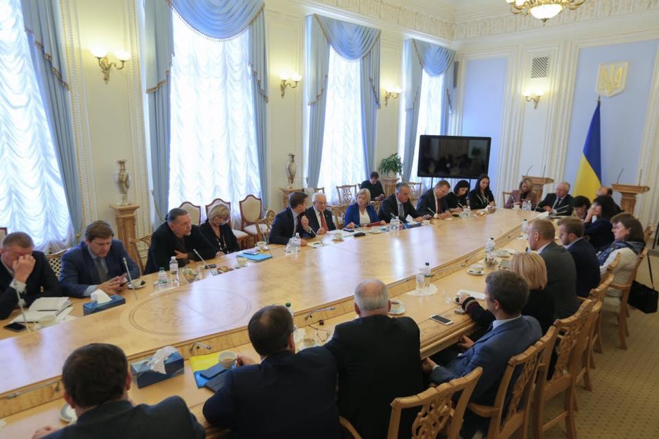 Стало известно, когда вРаду внесут проект закона ореинтеграции Донбасса
