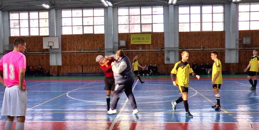 Тренер украинской команды помини-футболу ударил судью вовремя матча