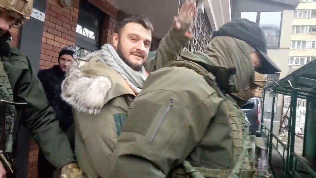 Вweb-сети интернет опубликовали видео задержания сына руководителя МВД Украины