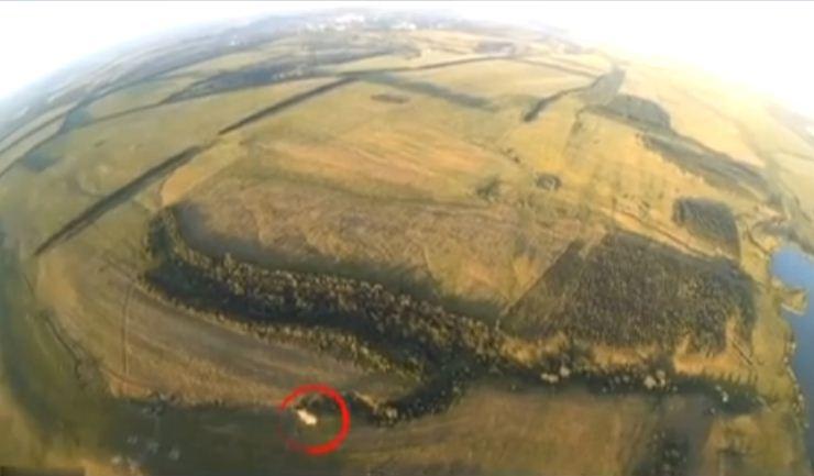 Разрушение танка боевиков наДонбассе сняли сбеспилотника