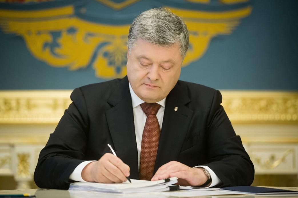 Порошенко подписал закон опродлении особого статуса Донбасса