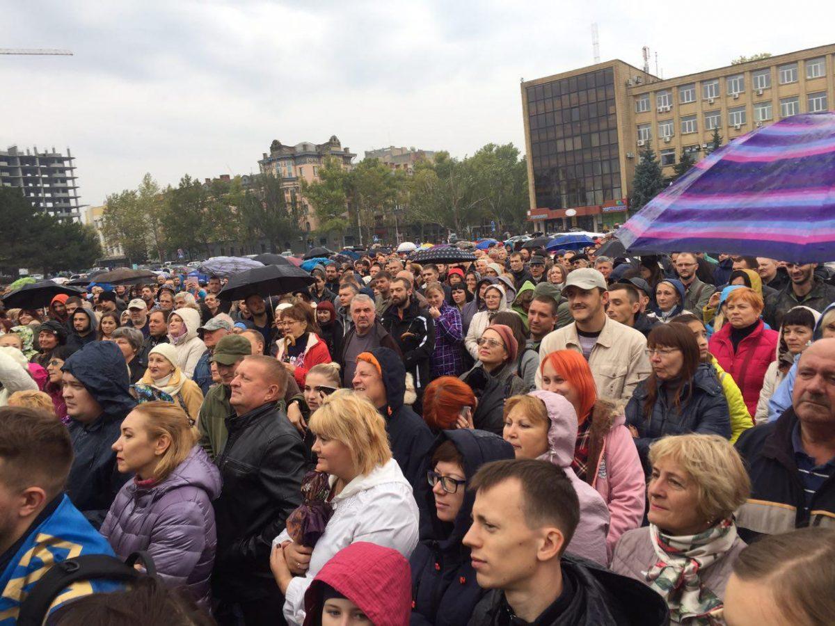 Сотни человек вышли поддержать главы города, которого сняли— Протесты вНиколаеве