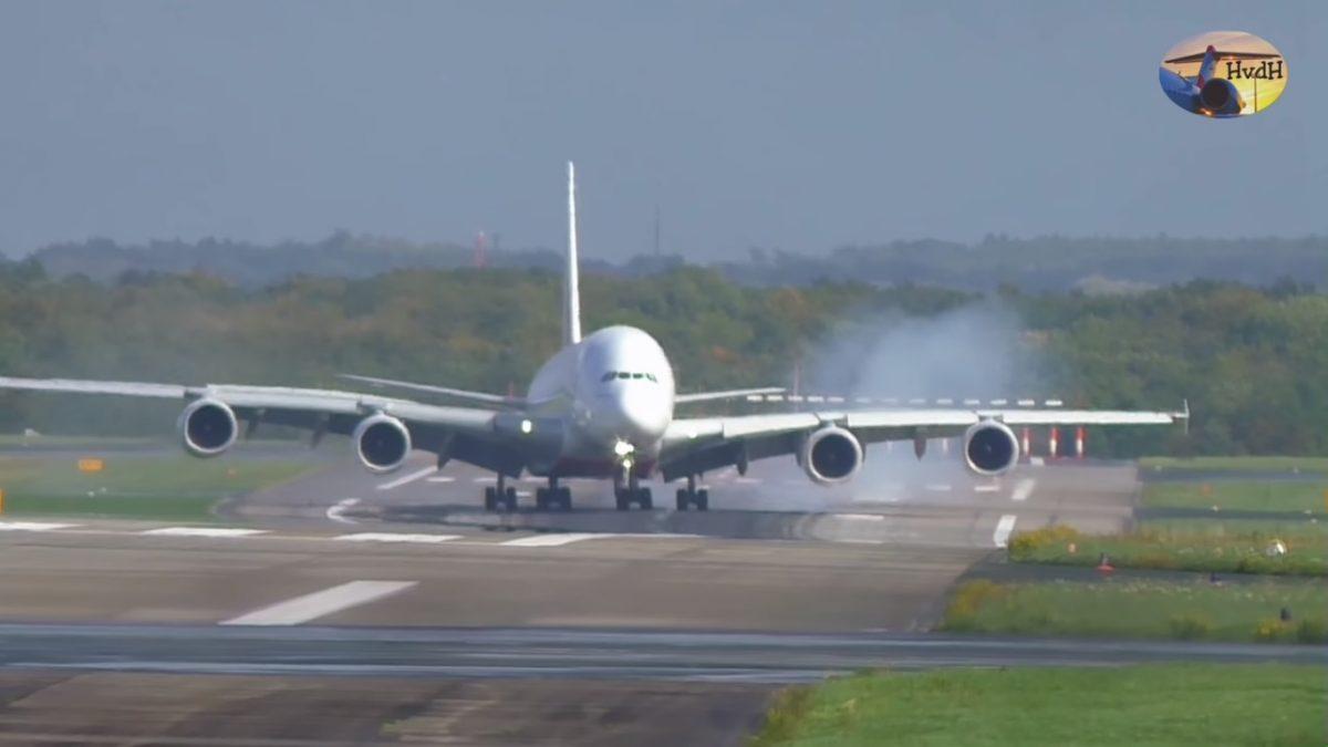 Пилот вэкстремальных условиях посадил немалый лайнер, мощное видео