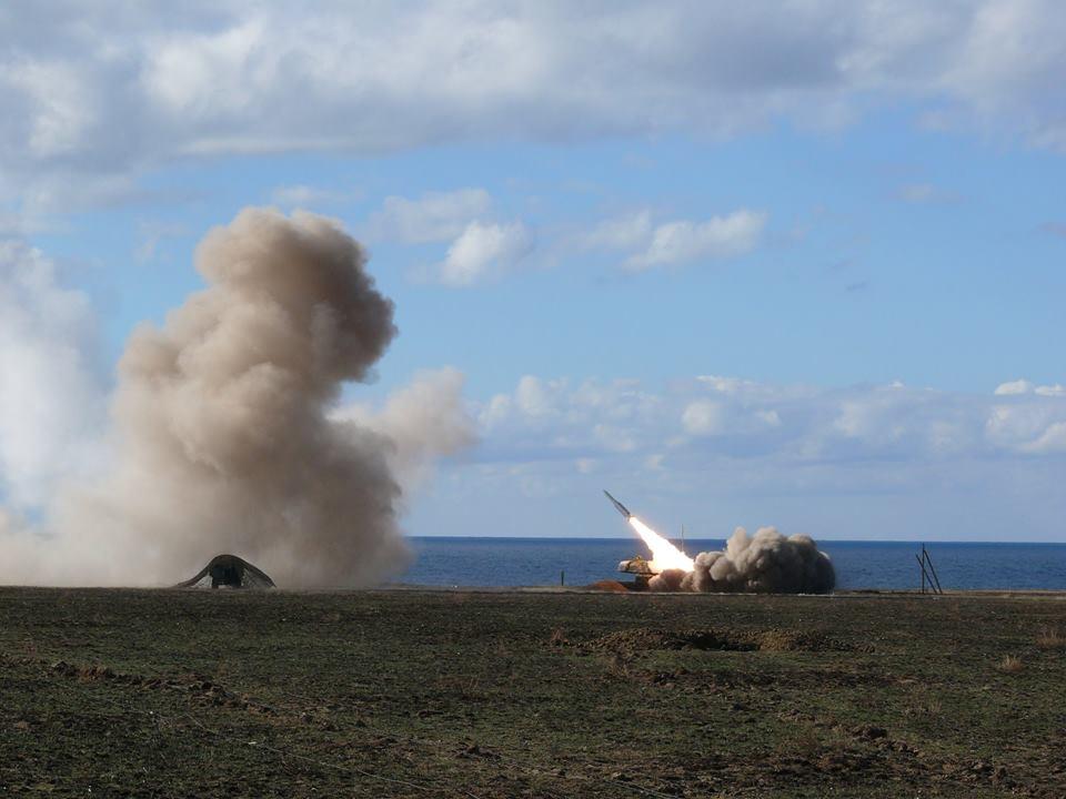 ВМинобороны показали ракетные стрельбы вХерсонской области