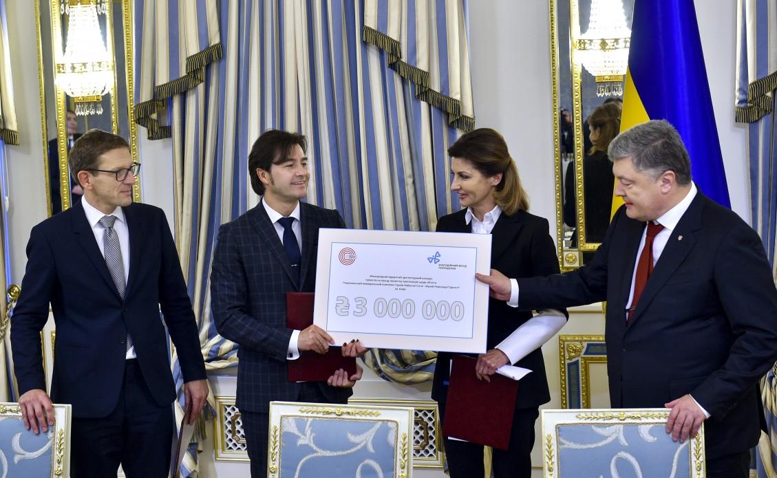 Семья Порошенко дала 3 млн. намемориальный комплекс Небесной сотни
