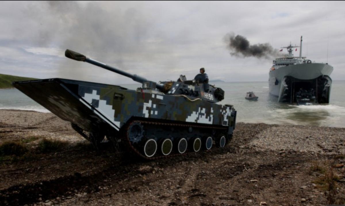 Военные из Китайская народная республика показали самый быстрый плавающий танк
