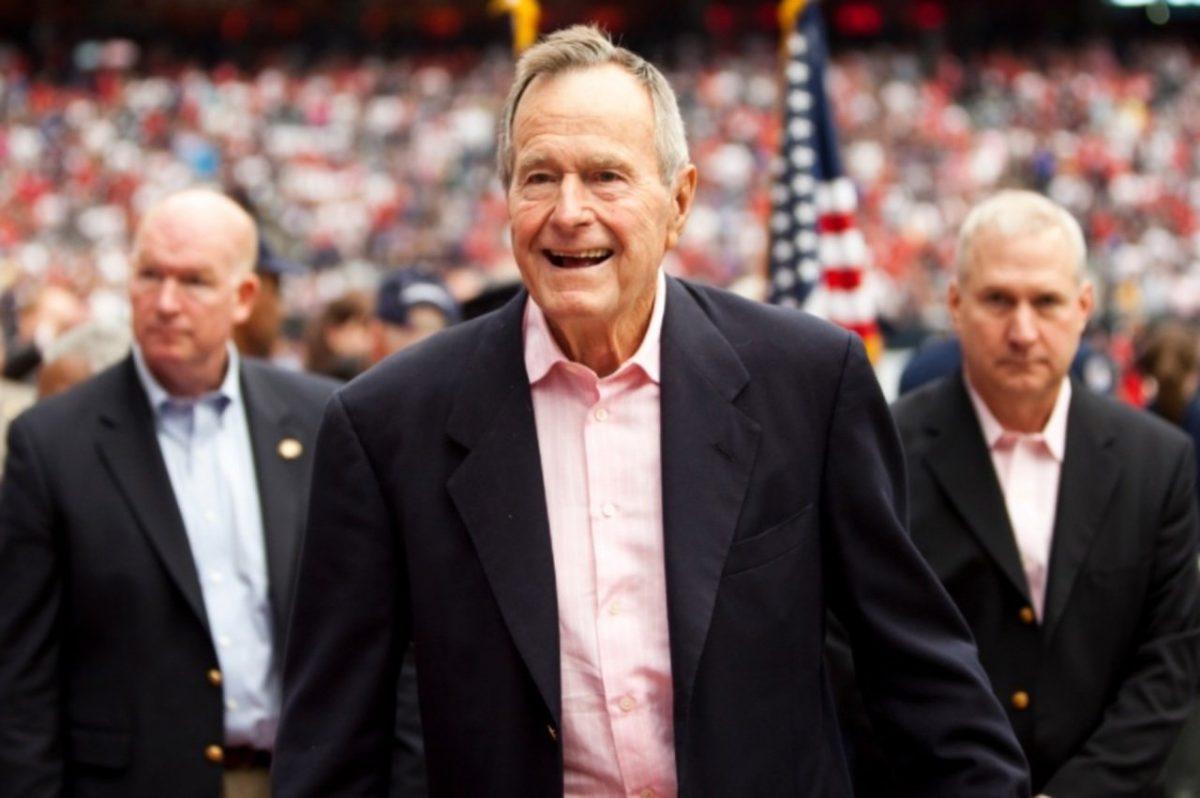 Джорджа Буша-старшего обвинили вдомогательствах вофисе ЦРУ