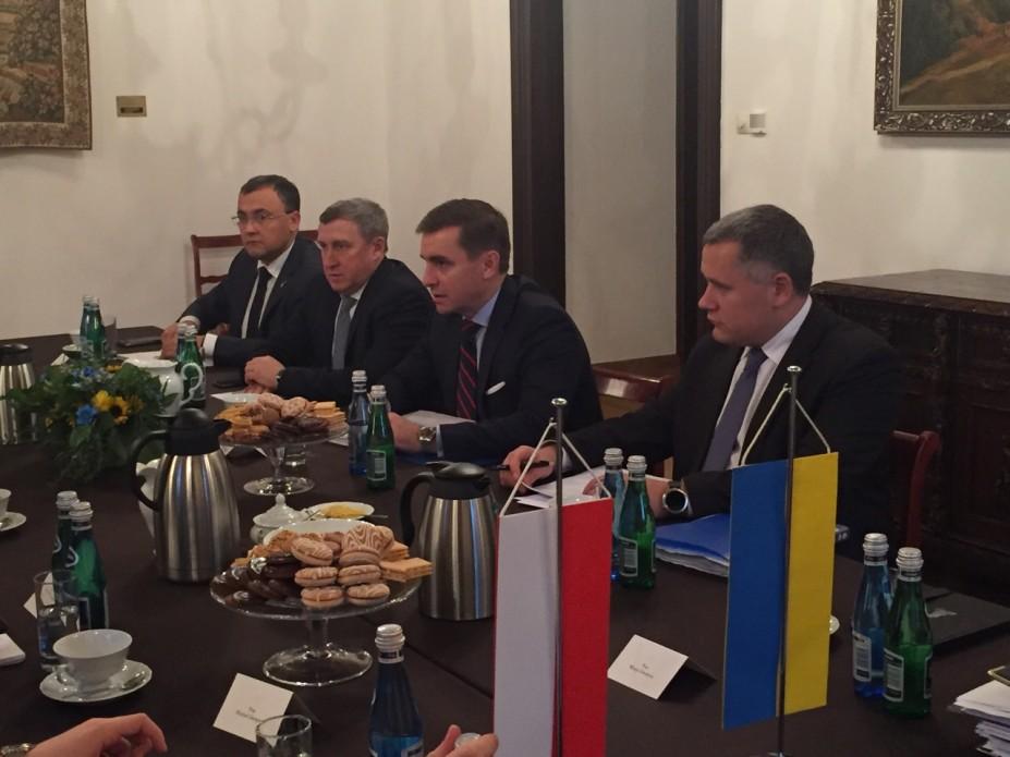 Украина дала согласие снеобходимостью снять для Польши мораторий наэксгумацию