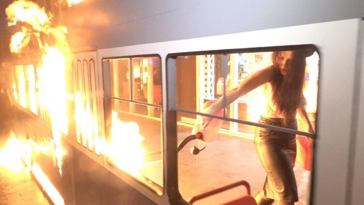 Активистка Femen вВиннице подожгла декорацию около магазина Roshen
