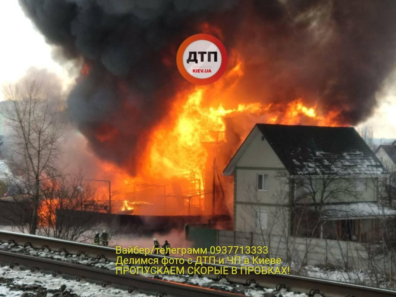 НаРусановских садах вКиеве появился масшабный пожар