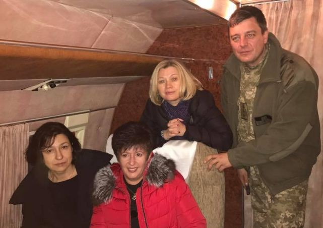 Киевские уполномоченные вылетели вДонбасс, где пройдет процедура обмена пленными