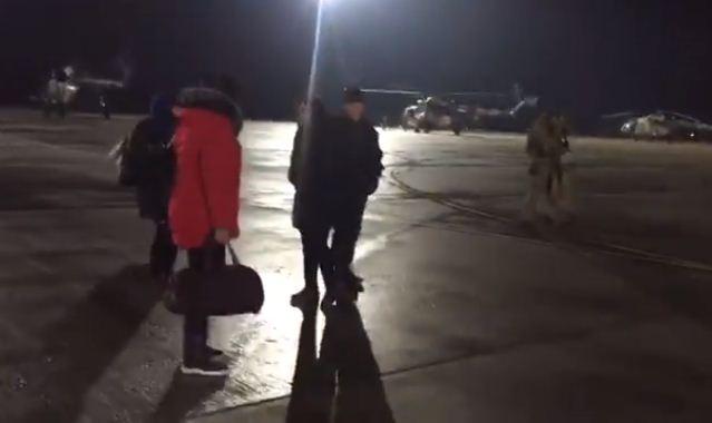 Вертолеты сосвобожденными пленными приземлились вХарькове