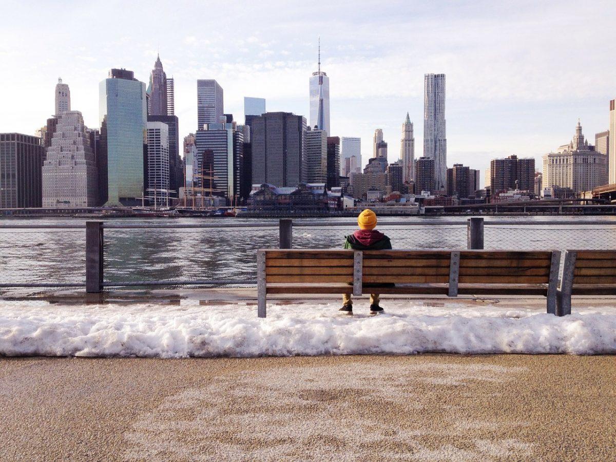 Граждан Нью-Йорка призвали сидеть дома из-за «арктического холода» вминус восемь