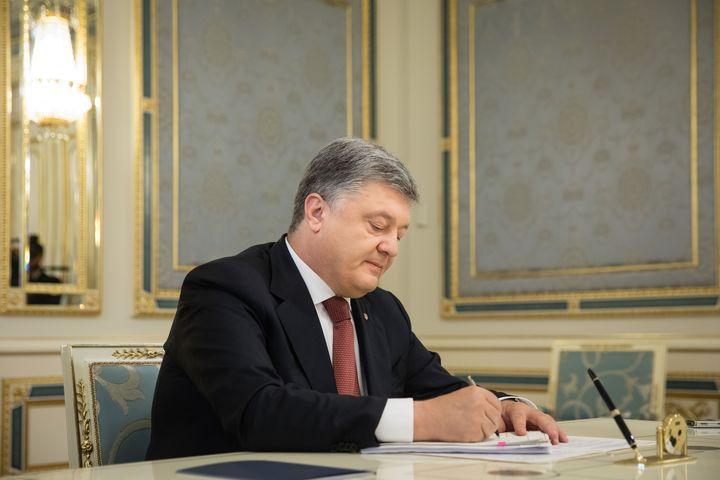 Порошенко утвердил бюджет Украины на 2018г.
