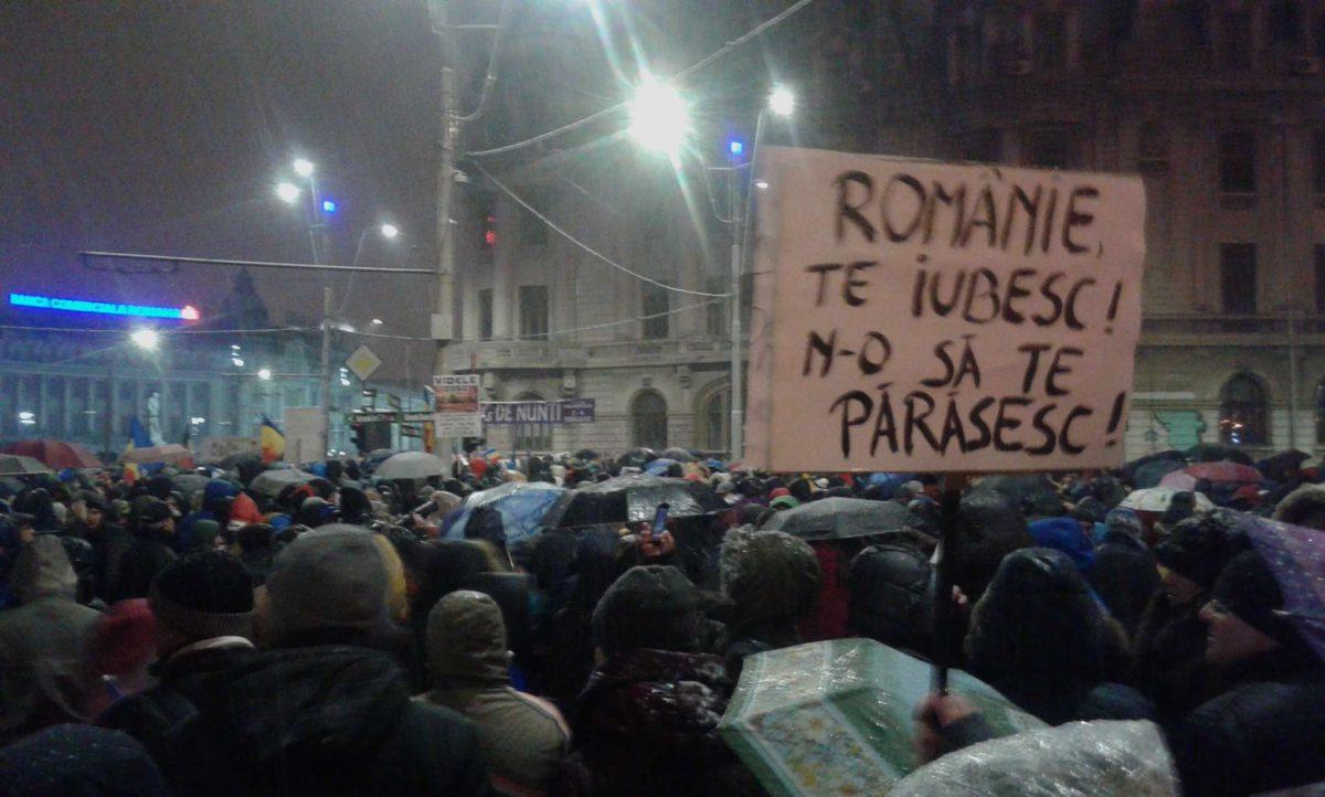 Десятки тыс. людей вышли напротест против коррупции вБухаресте