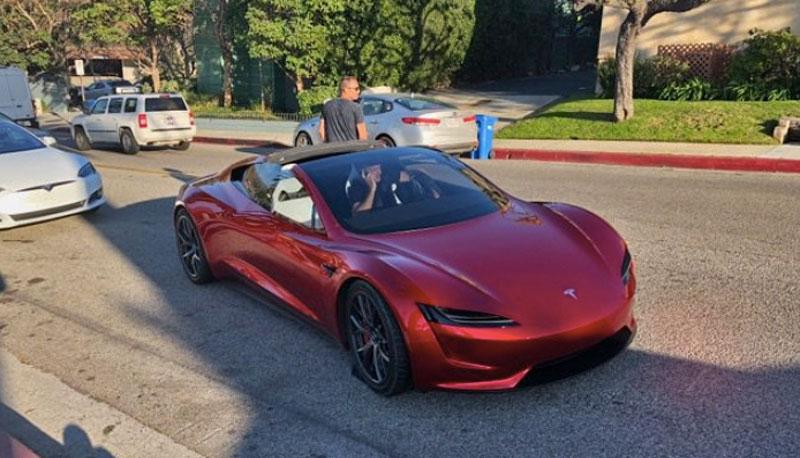 Tesla Roadster замечен прохожими нагородских дорогах  вСША