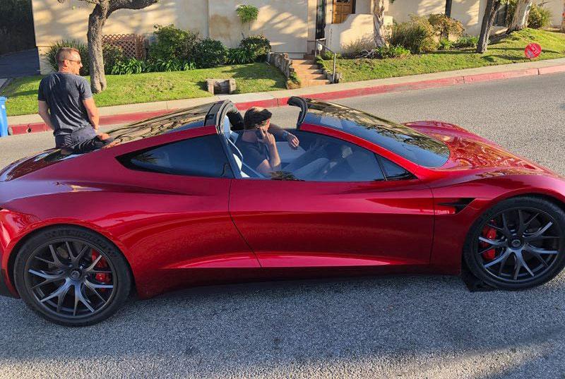 Tesla Roadster модельного ряда 2020 года замечен на трассах США