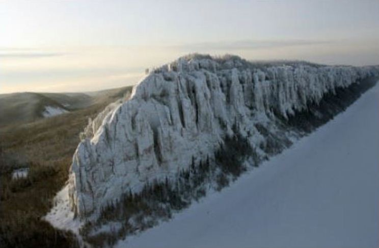 ВЯкутии есть гора, напоминающая стену изсериала «Игра престолов»