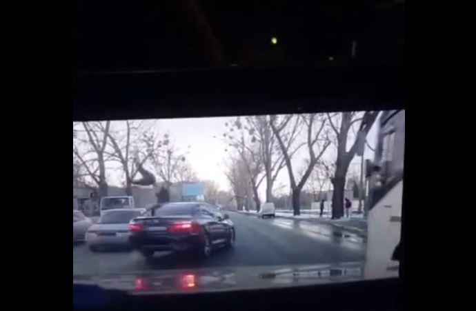 ВХарькове шофёр сбил 17-летнего пешехода и удалился