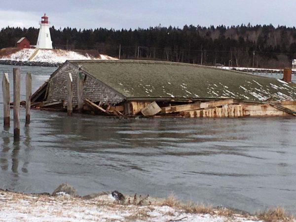 Историческое строение сдуло изсоедененных штатов вКанаду