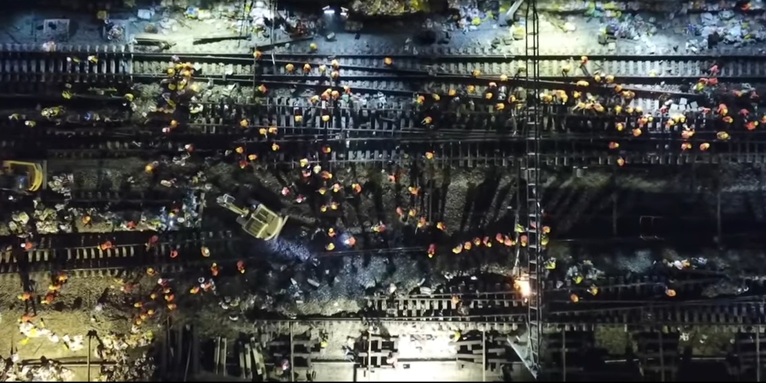 ВКитайской народной республике полторы тысячи рабочих построили железнодорожную развязку задевять часов