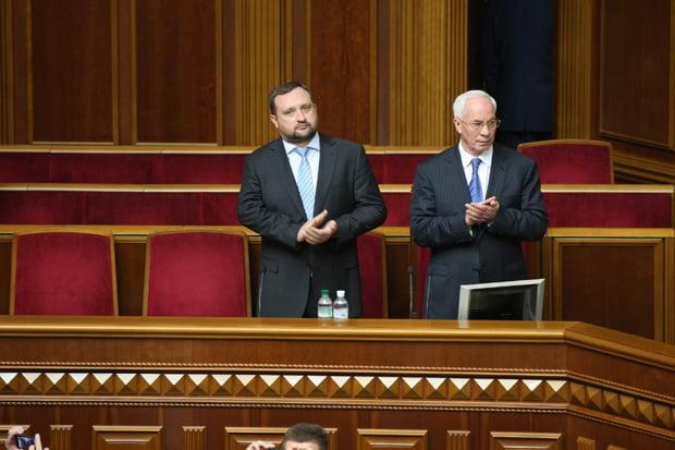 Экс-премьера Азарова вУкраинском государстве подозревали в больших хищениях насжиженном газе