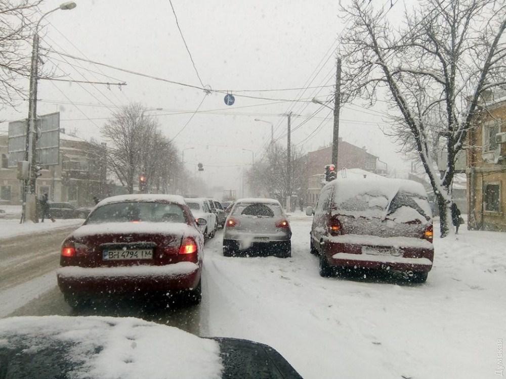 Последствия снегопада: некоторые трамваи итроллейбусы Одессы закончили курсировать